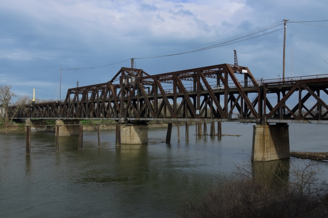 Auto/train bridge over the Sacramentoriver in Sacramento, California
