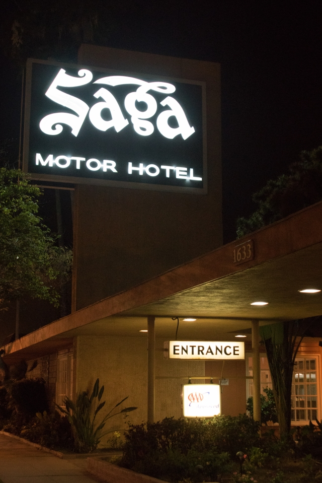 Saga Motor Lodge in Pasadena at night