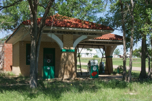 Old gas station in Alanreed, Texas