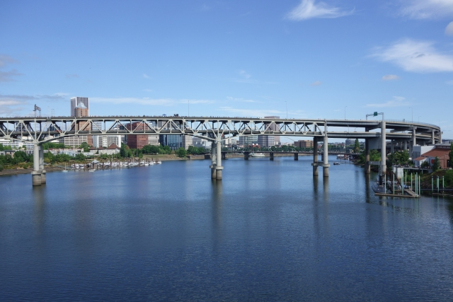 Marquam Bridge seen from the east bank of the Williamette River