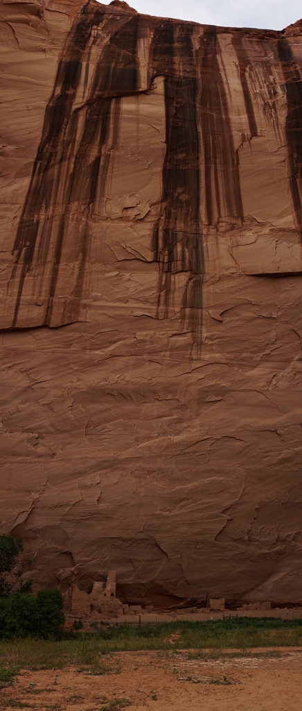 Scale of the cliffs at Canyon De Chelly