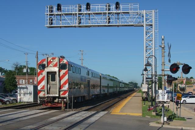 Morning inbound Metra express at Berwyn, Illinois