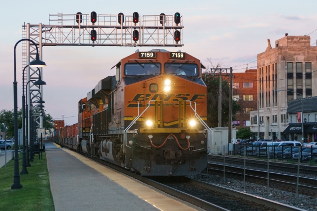 Evening Eastbound BNSF container stack train at Berwyn, Illinois - Evening