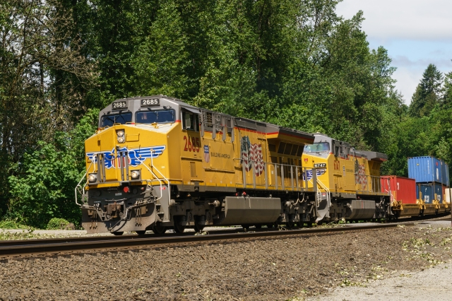 A short UP container train at Ridgefield Bird Sanctuary