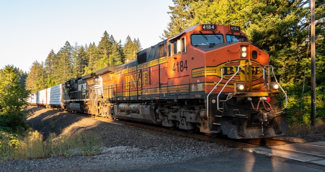 Eastbound BNSF at St. Cloud Hiking Area - Columbia Gorge