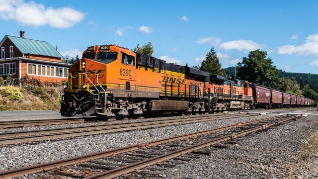 West bound BNSF grain train rolling through Stevenson, WA