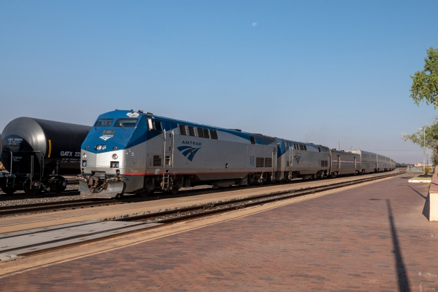 Chicago-bound Southwest Chief arriving in Winslow, Arizona
